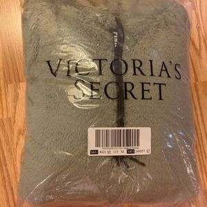 PINK Victoria's Secret Sweaters - vs pink sherpa blanket